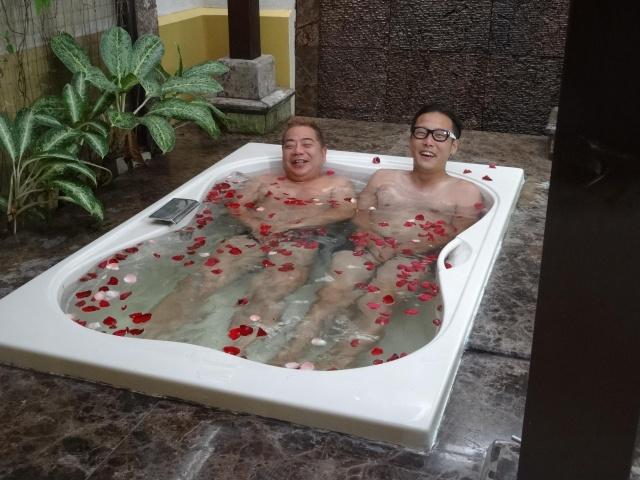 出川哲朗バラ風呂