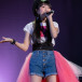 山崎エリイ、ソロデビュー2周年を祝うイベントレポート公開!11月20日の誕生日にはサンシャイン噴水広場でフリーライブも