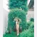 吉澤遥奈、黒ビキニと純白素肌が織りなす美オフショット公開!「本当にスタイルがいい」