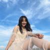 NMB48 山本彩加、青空に映えるシースルー美脚ショットに「顔面国宝すぎる」