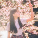 吉澤遥奈、桜に微笑みかける可憐なポートレートに反響「レコードのジャケット写真にしたい景色」